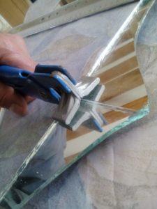 Diy r utiliser un miroir cass crayons pinceaux for Decouper un miroir