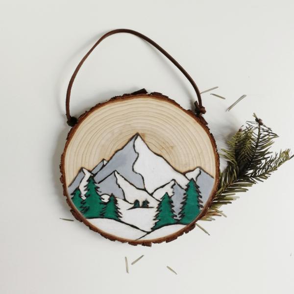 Rondin peint déco montagne